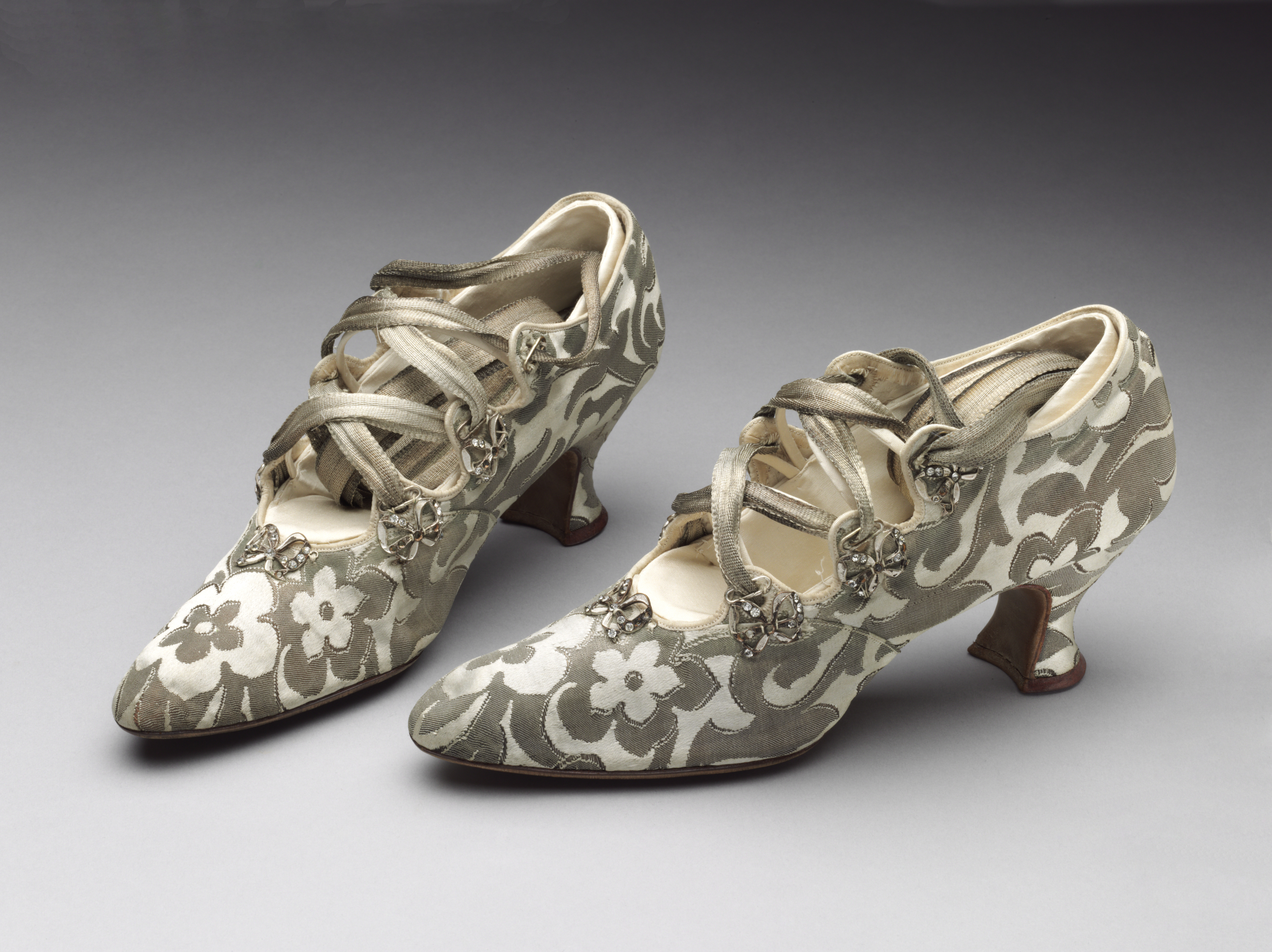 Silk and leather 'tango' shoes bought from Peter Robinson Ltd. of London, 1914     1914     Worn by Phyllis Blaiberg for her marriage to Bertie Mayer Stone Given by Mrs B. Rackow     5 MB     © Victoria and Albert Museum, London
