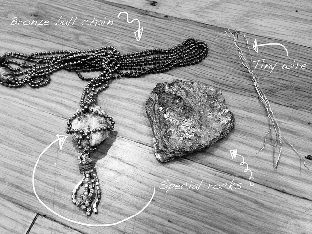© Stonehenge Rock Necklace (Stacie / Flickr, CC BY-SA 2.0)