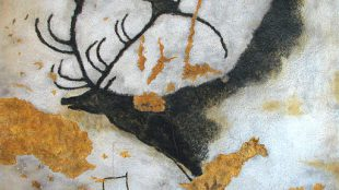 A painting of the Giant Deer from Lascaux. Foto: By HTO (Own work (own photo)) [Public domain], via Wikimedia Commons